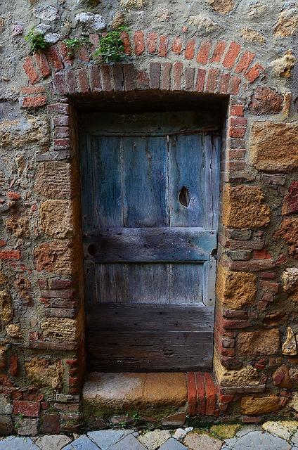 old-door-672026_640